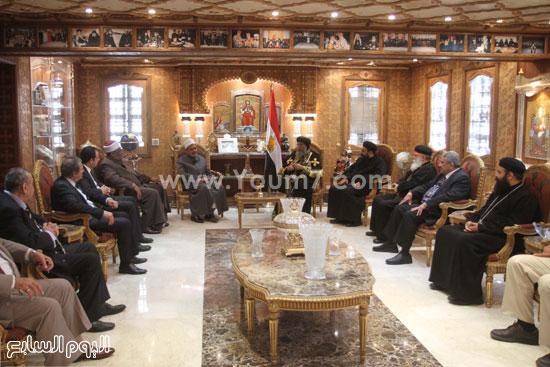 الإمام أحمد الطيب والدكتور عباس شومان خلال زيارتهم للكاتدرائية  -اليوم السابع -4 -2015