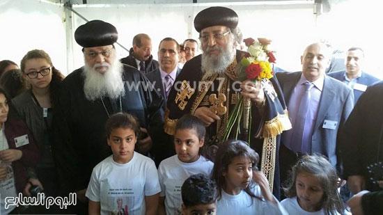 الأطفال تستقبل البابا تواضروس لتدشين كنيسة السيدة العذراء والأنبا أرسانيوس -اليوم السابع -5 -2015