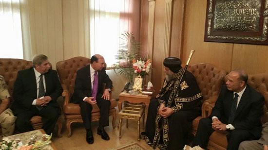 البابا تواضروس مع مهاب مميش رئيس هيئة القناة  -اليوم السابع -6 -2015