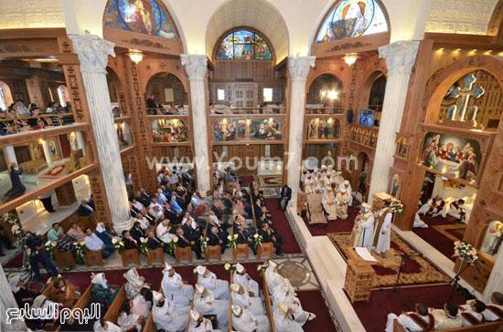 الكهنة والاساقفة باحتفالية تدشين الكنيسة -اليوم السابع -6 -2015