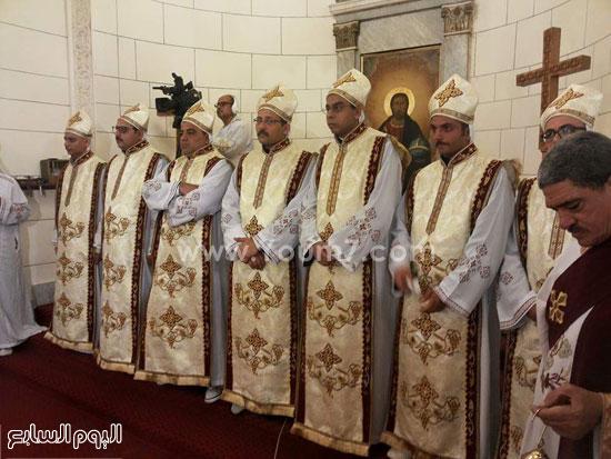 الكهنة الجدد على كنائس الاسكندرية أثناء القداس الالهى  -اليوم السابع -7 -2015
