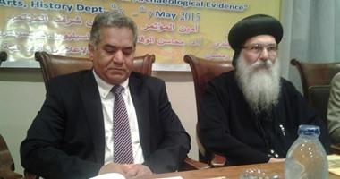 وزير الآثار والأنبا ابيفانوس والدكتور على عبد العزيز خلال انطلاق المؤتمر
