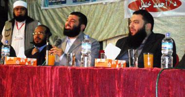 شومان خلال المؤتمر بعد نجاته