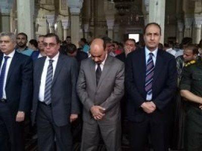 محافظ الفيوم ومدير الأمن ورئيس الجامعة يؤدون صلاة العيد بمسجد ناصر