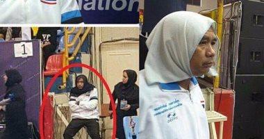 إيران تجبر مدرب تايلاند على إرتداء الحجاب لدخول الملعب