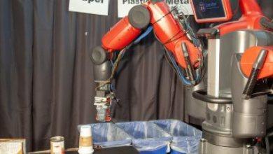 فيديو.. روبوت يفرز الورق والبلاستيك عن شارع اللمس