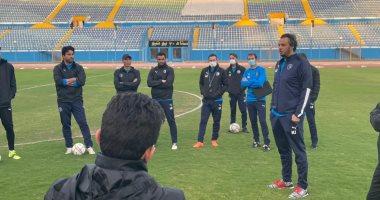 الرئيس التنفيذى لبيراميدز يحفز اللاعبين فى التدريب ويطالبهم بالفوز على المصرى