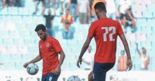 لاعبو الأهلي يؤدون عمليات الإحماء قبل مواجهة الترجي.. صور