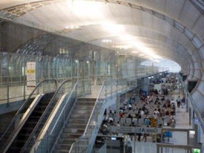 تايلاند تعتقل ناشطا من هونج كونج فور وصوله إلى مطار بانكوك الدولى