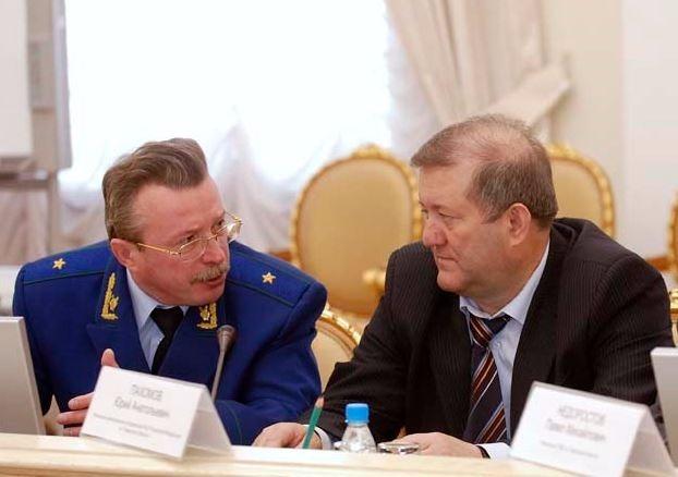 Предшественник Пятилетова – генерал ФСБ Юрий Пахомов, в бытность которого члены «банды чекистов» пришли работать, сейчас на пенсии