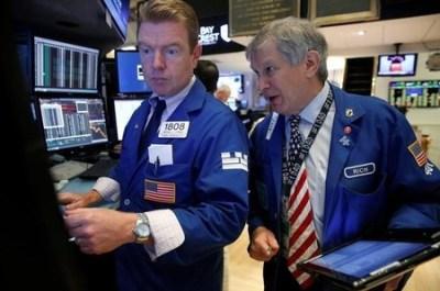 Graphic: U.S. bond, equity funds lure money inflows as bond yields drop | MarketScreener