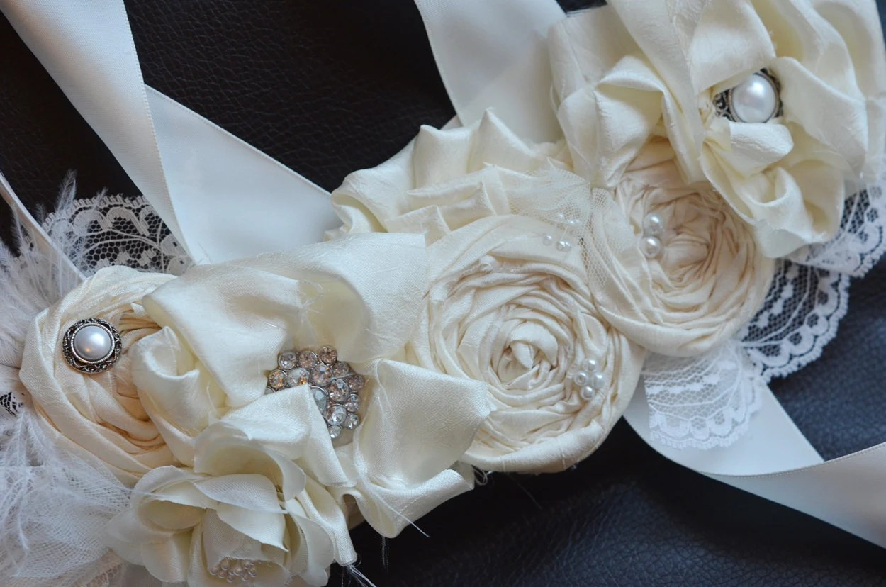 Bridal Sash /Vintage Wedding Dress Sash Belt/Ivory Flower