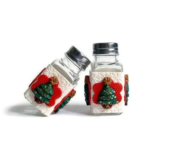 Christmas Gift: Christmas  Salt and Pepper Shakers  Red Green and White  Christmas Handmade home decor - efiwarsh