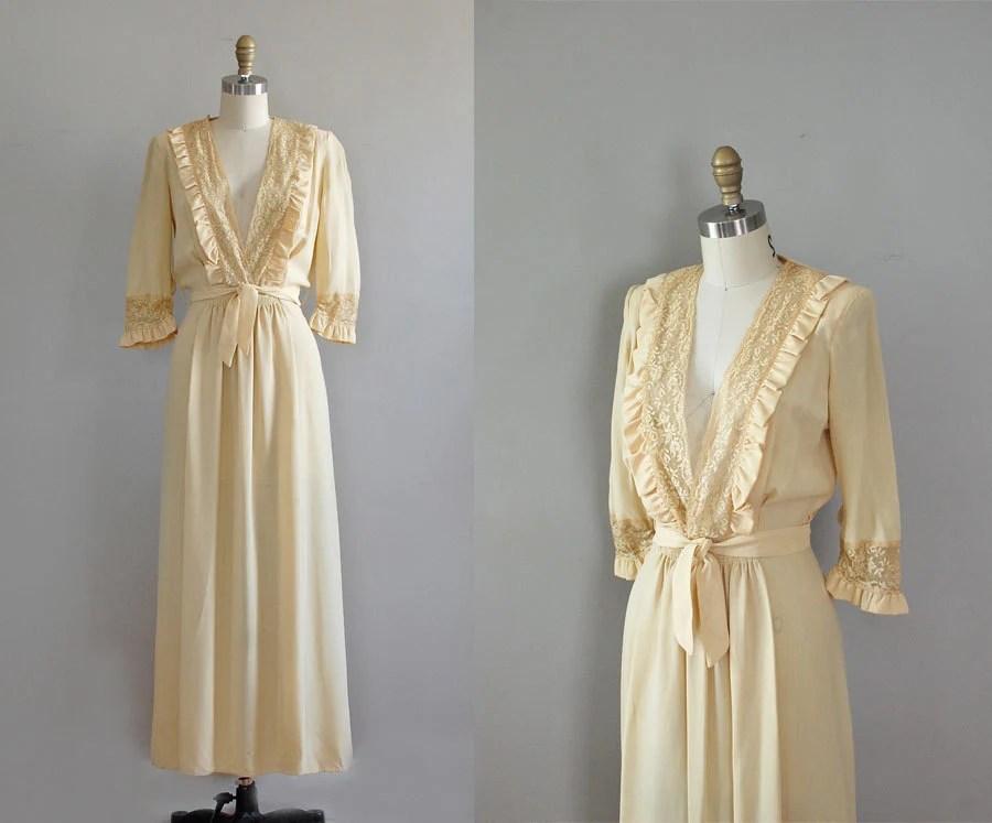 1930s Robe / Vintage 30s Lingerie / Buttercream Lace Dressing