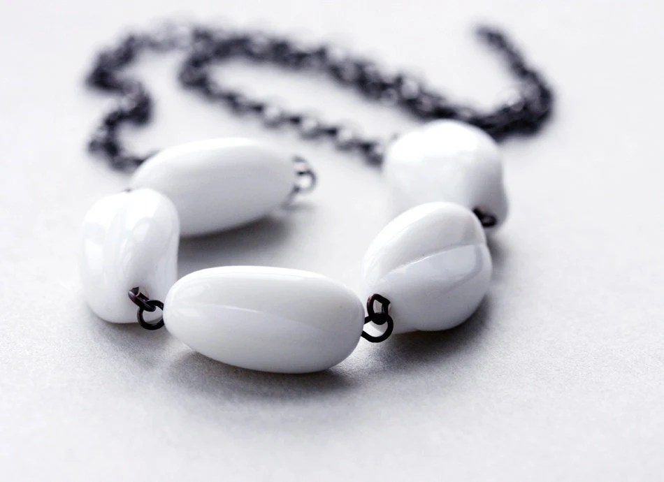 White necklace - milk glass vintage style bridal jewelry - violasboutique
