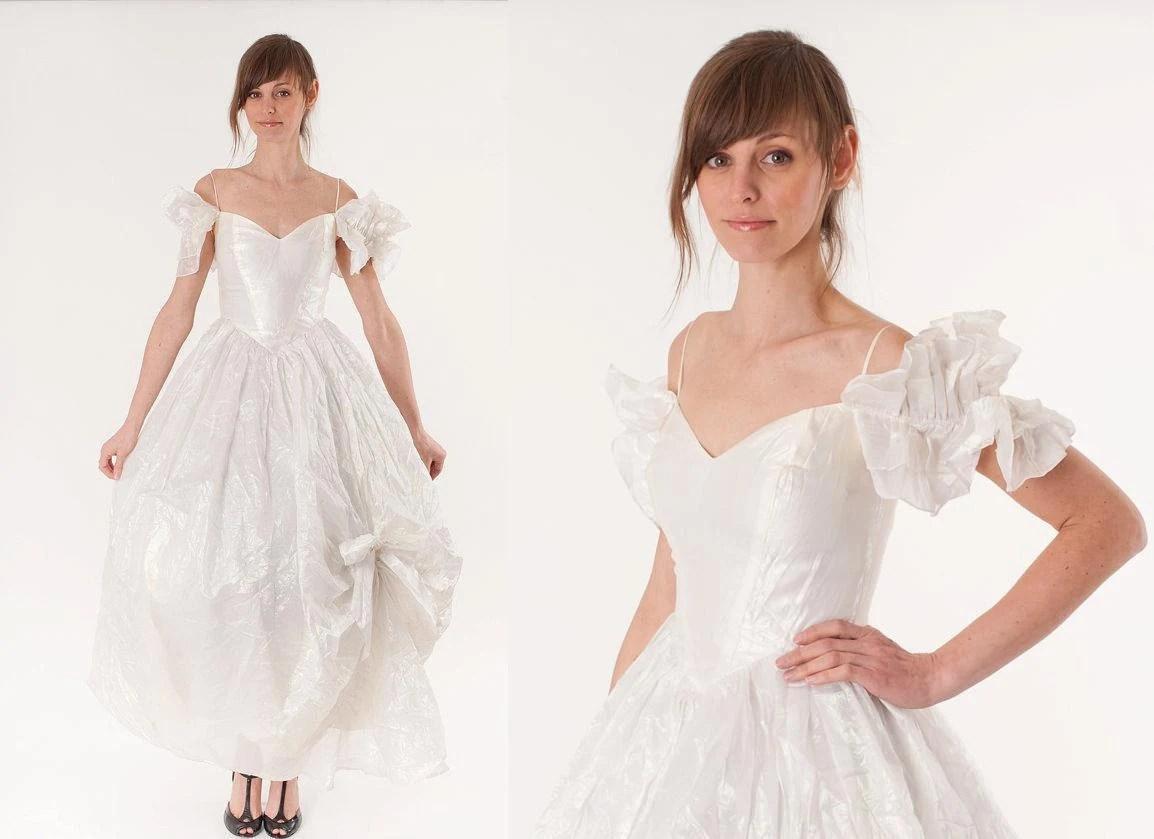 Vintage 1980s Wedding Dress / White Iridescent Opal Pearl