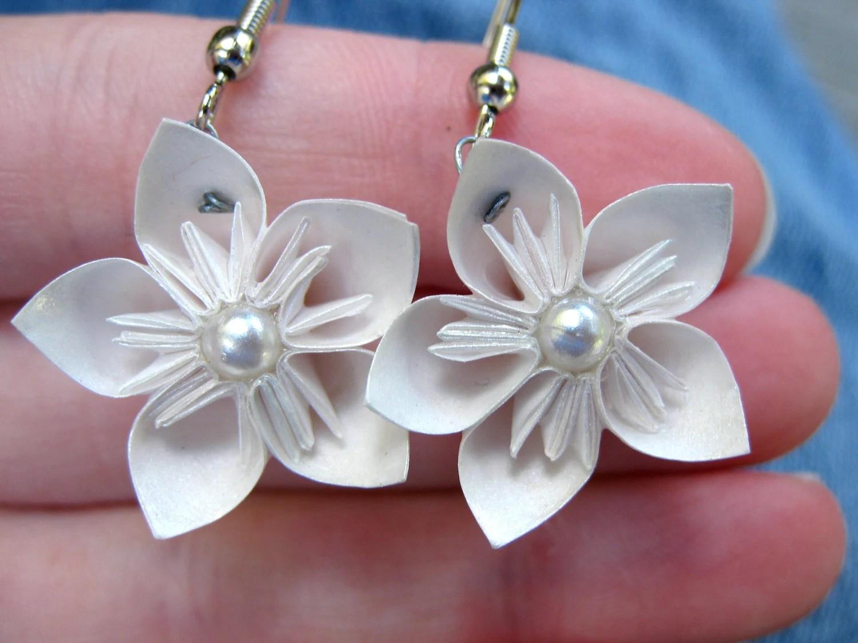 Boucles d'oreilles Kusudama flowers blanches