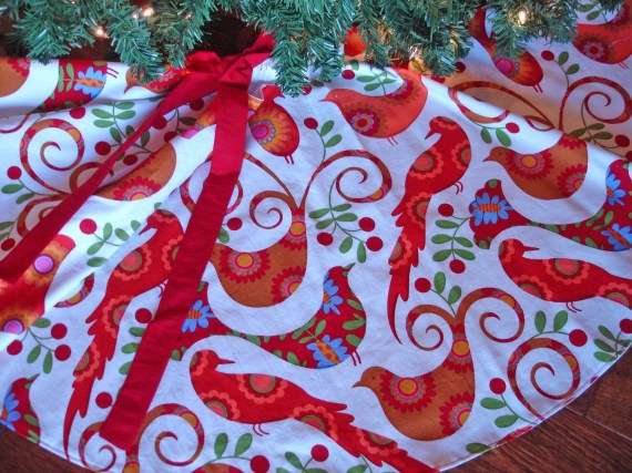 "Birds Christmas Tree Skirt, Red White Tree Skirt, Festive Tree Skirt, ""Pretty Birds"" - KaysGeneralStore"