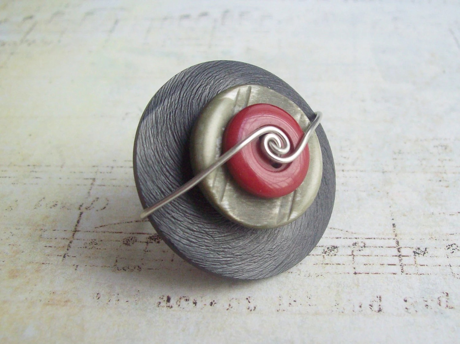 Vintage Button Ring in Black, Grey & Red - DixiesNightOwl