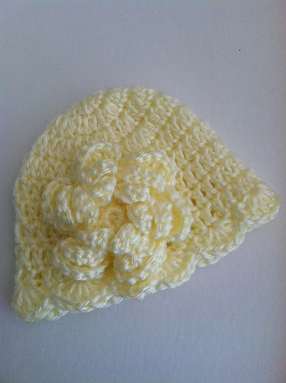 Cream Crochet Baby Hat with Flower and Ruffle, Crochet Baby Hat, Newborn Hat, Baby Hat, Cream Hat, Hat with Flower, Baby Girl Hat, Baptism
