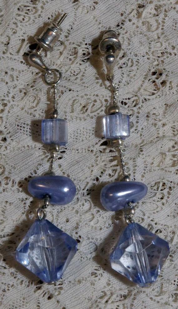 Vintage Lilac Blue Bead D...