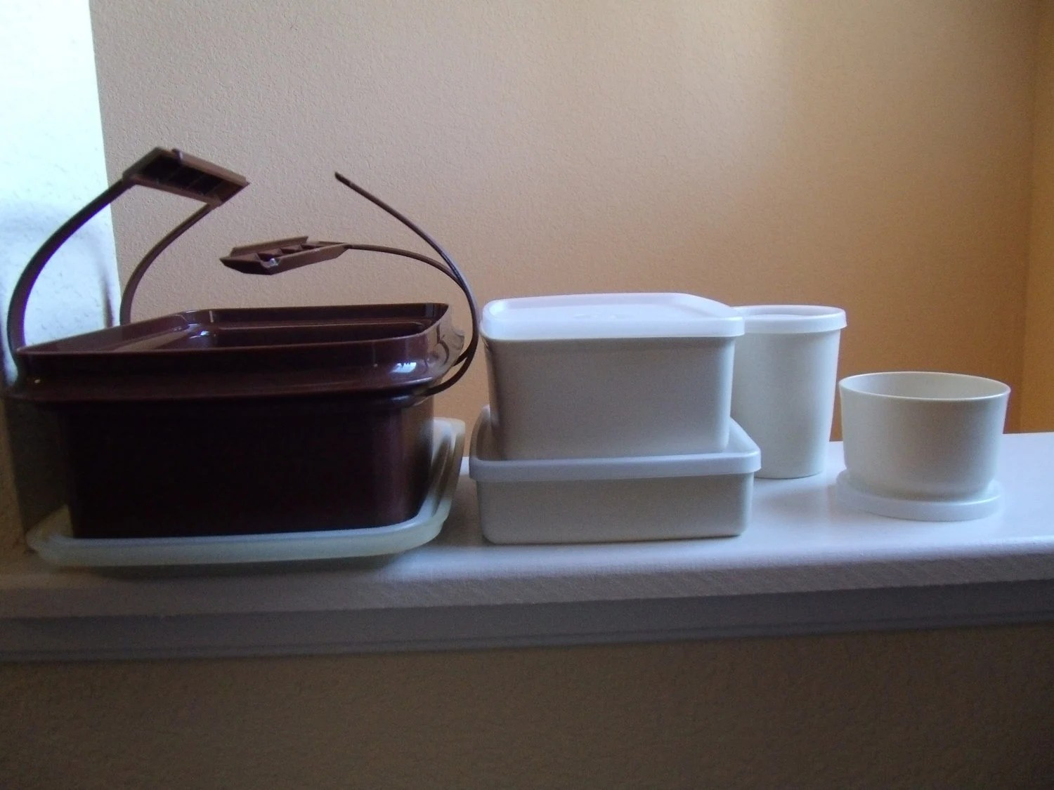 PRICE REDUCED Vintage Brown 10 Piece Tupperware Pack N Carry