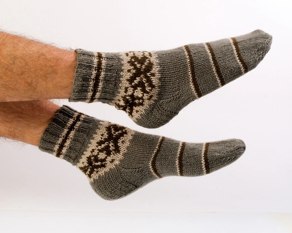 "MEN SOCKS ""Hiker's Choice""  Hand knitted from natural grey wool yarn.  Great for hiking. - CozyLT"