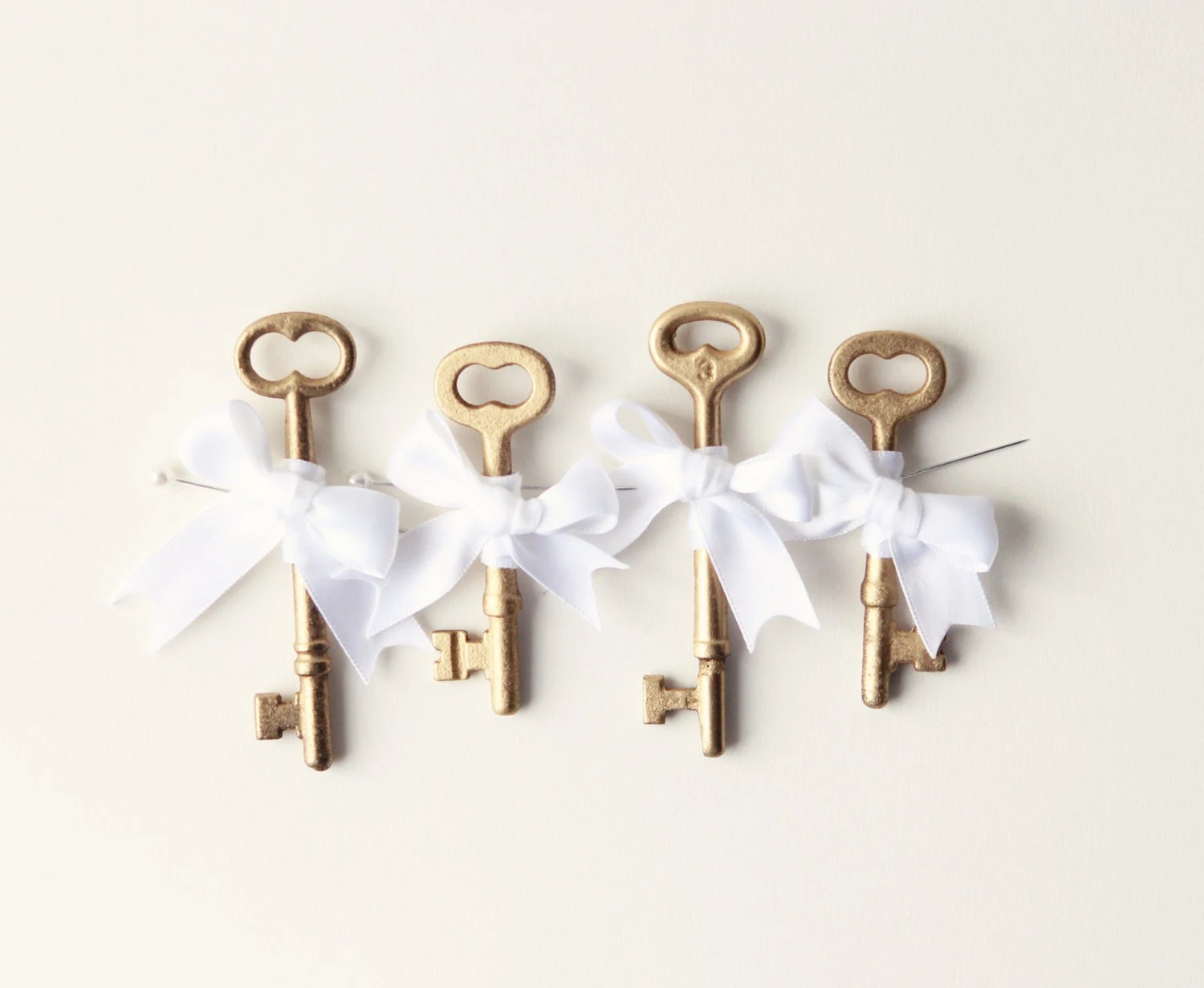 Key boutonniere, Golden Groomsmen, Gold Wedding - Key to my Heart (ONE boutonniere) - whichgoose