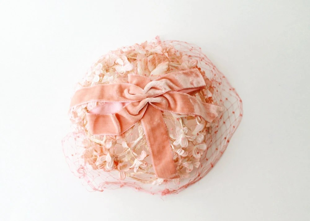 1950's Peach Pink Veiled Floral Hat - OiseauVintage