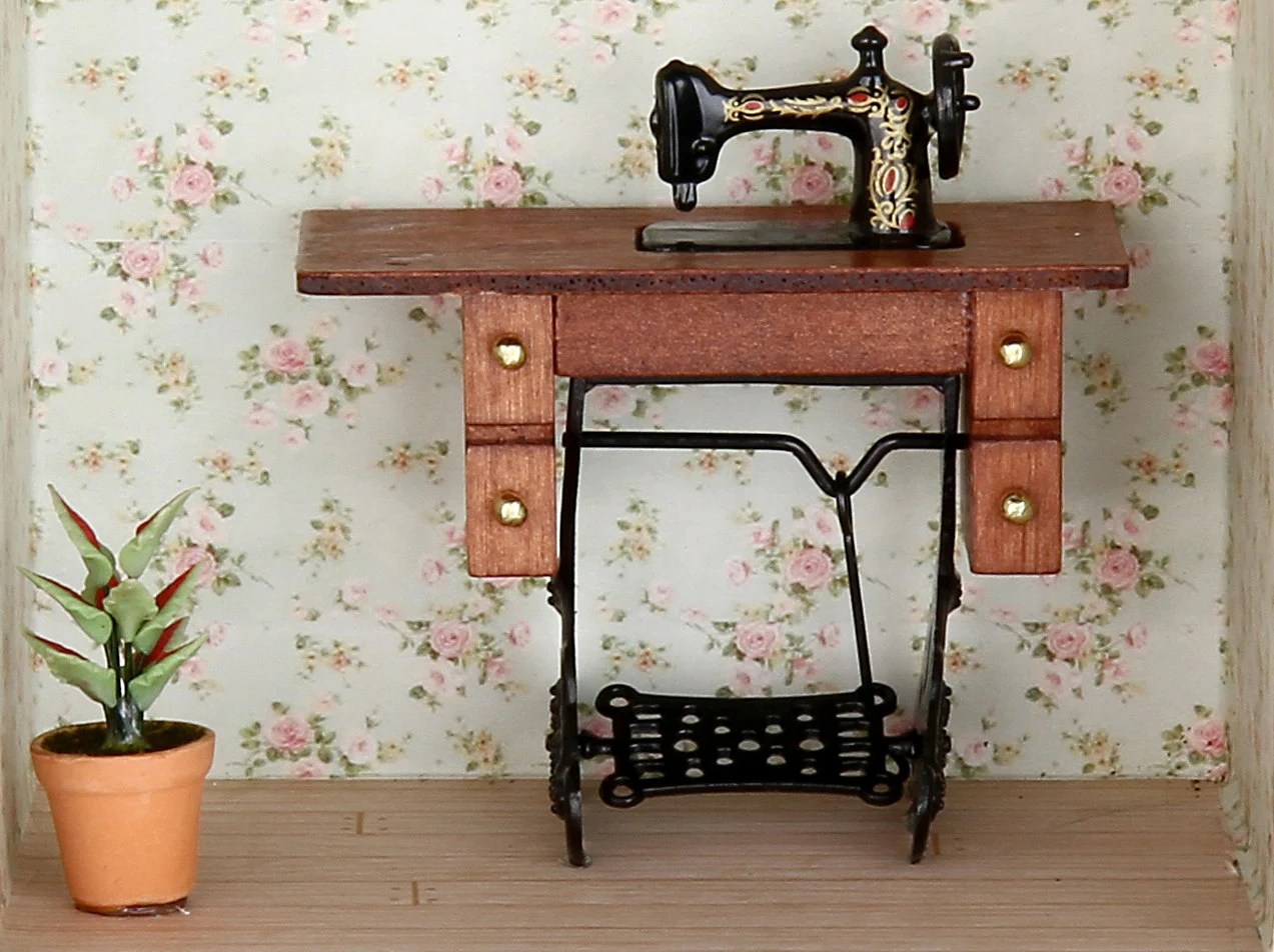 sewing Machine, sewing room , shabby chic - MiniaturesBelina