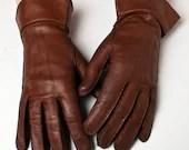 Tan Leather Gauntlet Gloves - UpStagedVintage