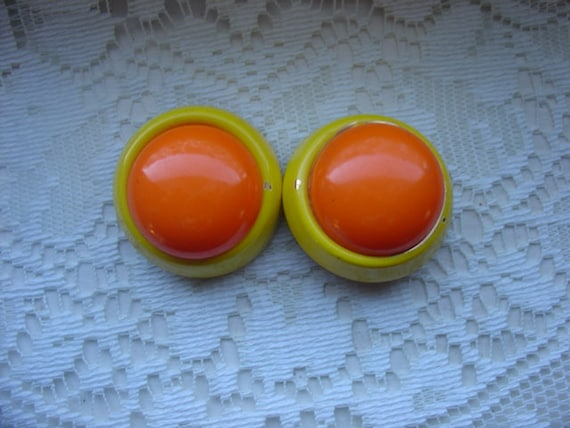 Funky Vibrant Yellow and Orange Clip Earrings, 1960s, 1 1/2 inch in diameter, Statement Earrings, Twiggy Style, Ready to Ship by VanessevaDesigns