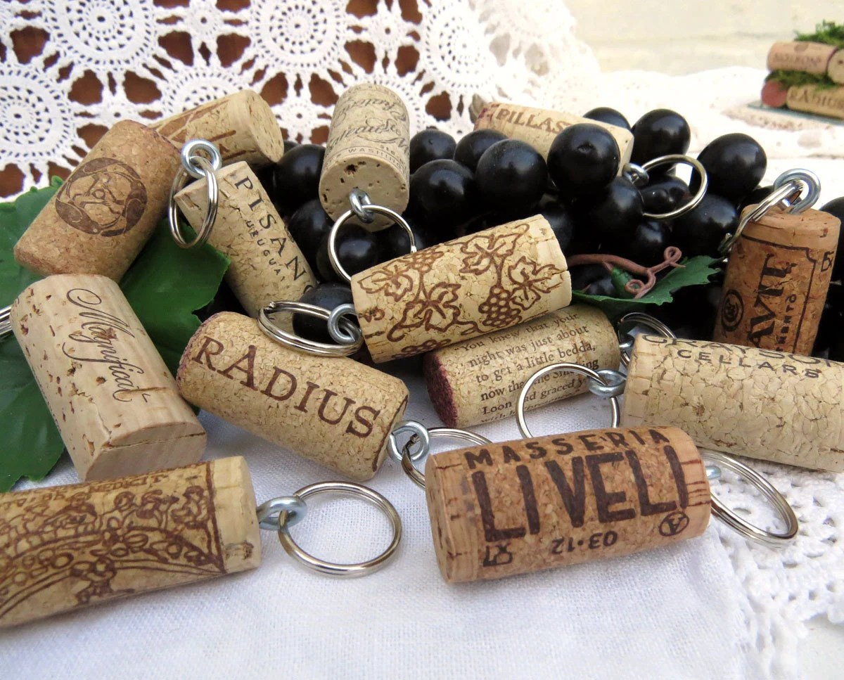 50 Wine Cork Keychains Party Or Wedding By GoldenVineDesigns