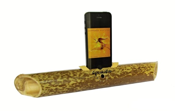Bamboo speaker for iPhone 4/4s/5/5s/5c.