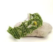 Green bracelet  handmade in macrame with waxed cotton - morenamacrame