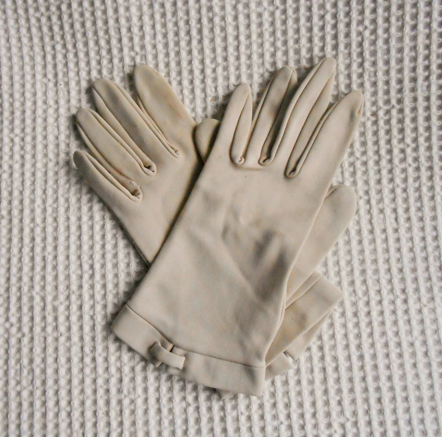 Find great deals on eBay for cream leather gloves. Shop with confidence.