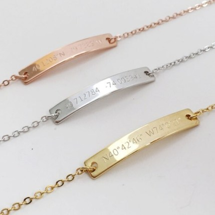 These coordinate bracelets are such creative Valentine's day gifts for her!