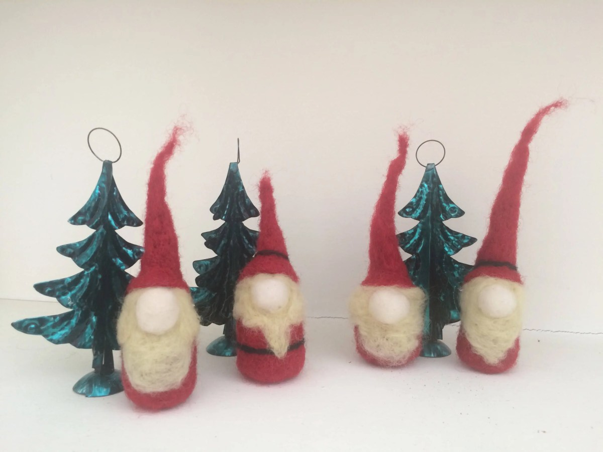 Set of 4 mini ornaments. ...