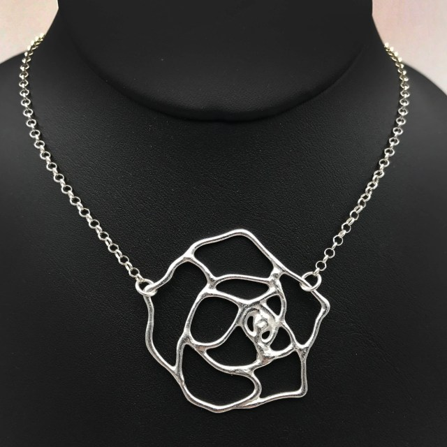 Silver Rose Necklace | Fu...