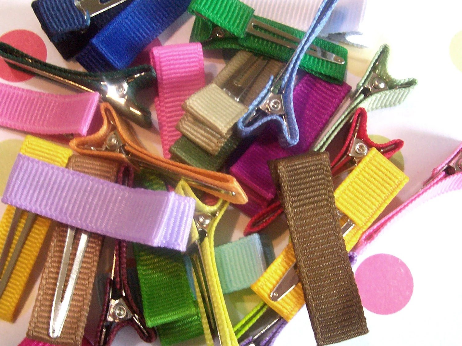 WHOLESALE lot of 25 partially lined MINI SIZE single prong alligator clips U Pick Colors