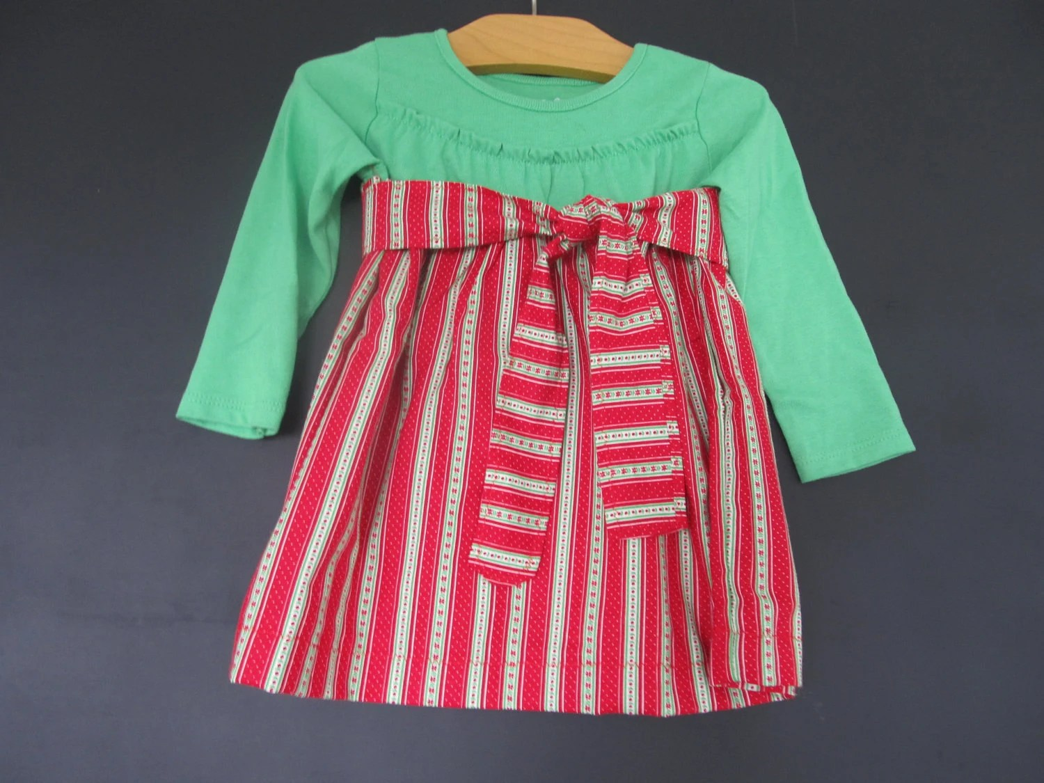 Toddler Girls Christmas t-shirt dress, 18M, with sash, vintage fabric, perfect holiday dress