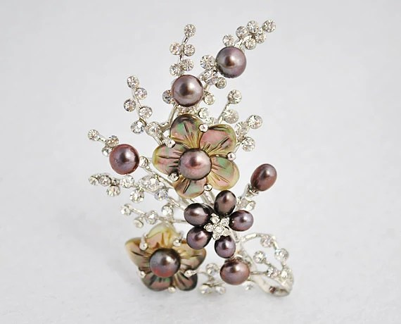 Pearl Brooch - Black 6-7mm Bread Fresh Water Pearl And 4-5mm Rice Pearl With Coffee Shell Brooch (BR0043)