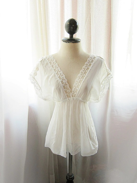 Rustic Delicate White Romantic Sheer Chiffon and Lace Summer Purity Goddess Marie Antoinette Kimono Kaftan Tunic