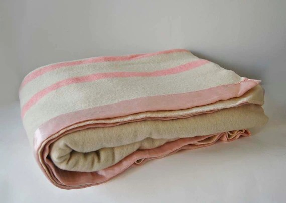 V I N T A G E cream wool camp blanket with pink stripes