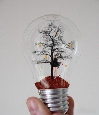 Жизнь внутри лампочки накаливания (6 фото)