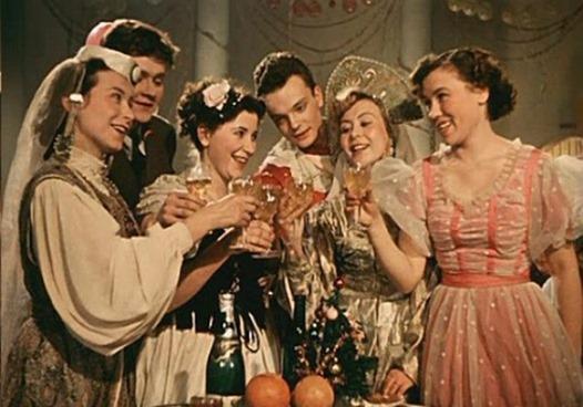 Фильмы на грядущие праздники. Отечественные