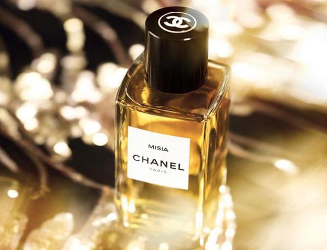 Немного про запах женщины: о чём так упорно молчат парфюмеры