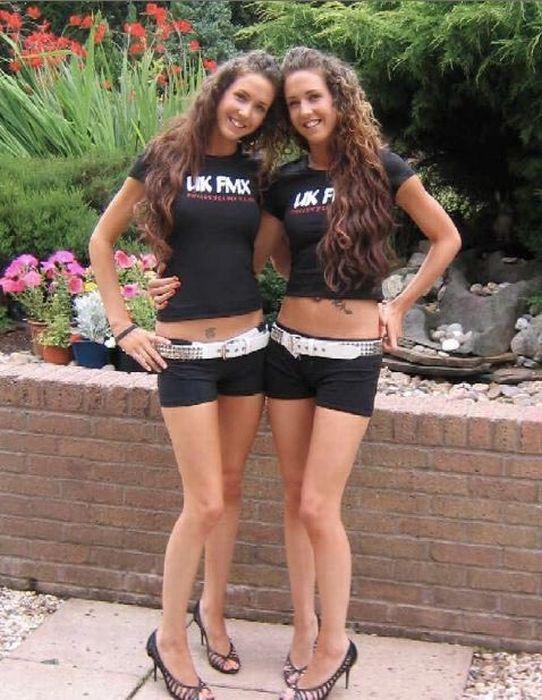 Двойная доза красоты и сексуальности. Фото девушек близнецов