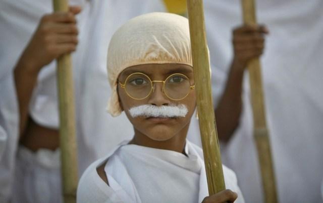 """Усатый мальчик """"Махатма Ганди"""""""