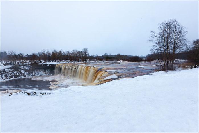 13 фотографий пивного водопада в Эстонии на реке Ягала